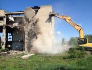 Для демонтажа зданий и сооружений к нам обратилась компания по производству чугунных ванн